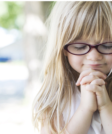 image of small girl praying