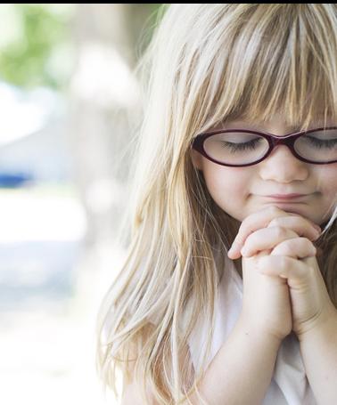 image of small girl praying